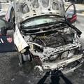 Auto dei carabinieri prende fuoco per corto circuito: leggermente intossicati due militari