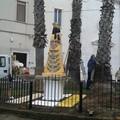 Una statua della Madonna di Loreto collocata in piazza Unità d'Italia, vicino alla chiesa delle SS. Stimmate