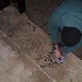 CasaPound ripulisce il Monumento ai Caduti dai graffiti comparsi nei giorni scorsi