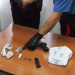 Pistola e droga in una villa privata di Barletta: due giovani arrestati