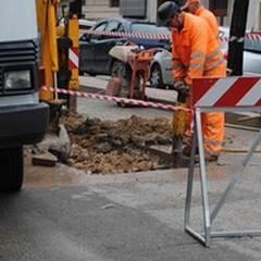 Cedimento stradale in Via Verdi: buca nell'asfalto