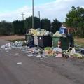 Una discarica a cielo aperto nelle campagne di Andria: borgata Troianelli invasa dai rifiuti