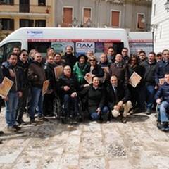 Un pulmino per il trasporto di anziani e disabili: stamane la consegna
