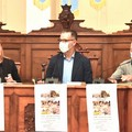 """Presentato nella sala consiliare di Andria il libro """"Da Andria olivata a Spello infiorata"""" di Cosimo Piccolo"""