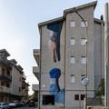 """""""Giocarsi la vita. La morra della sanità"""": il nuovo murales di Daniele Geniale realizzato a Stigliano"""