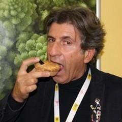 Il dolce fumare: l'innovazione elettronica del conduttore Gianni Ippoliti