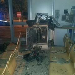Bancomat della Posta di via Aldo Moro assaltato nella notte