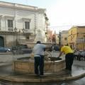 Ripulita stamane la fontana di piazza Porta La Barra