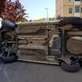 Incidente stradale in via Buonarroti, un'auto si ribalta
