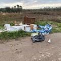 Rifiuti sversati in contrada Chiancarulo, residenti furibondi: «Ora basta, siamo soli da 35 anni»