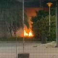 Fiamme nel cortile del Palazzetto dello Sport, fuoco appiccato da ragazzini?