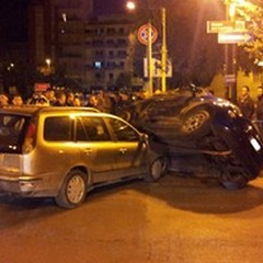 Incidente stradale in pieno centro: coinvolte una 500 ed una Marea