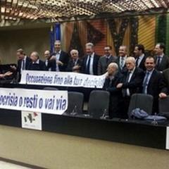 Occupata dalla minoranza l'aula consiliare della Regione Puglia