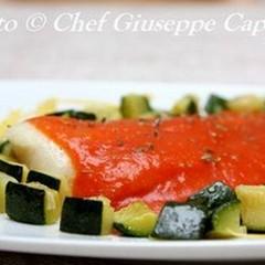 Filetti di merluzzo con salsa  di pomodoro e zucchine