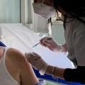 Vaccini, da domani over 60 senza prenotazione in Puglia. Riunione tra Emiliano e i sindaci