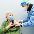 Vaccino anti Covid, un terzo degli over 80 ha prenotato la dose