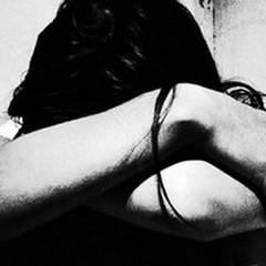 Violenza sulla compagna, 20enne ai domiciliari
