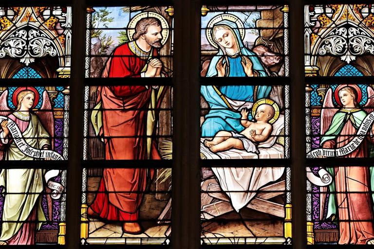 Finestra di una chiesa (foto di S. Hermann & F. Richter da Pixabay)