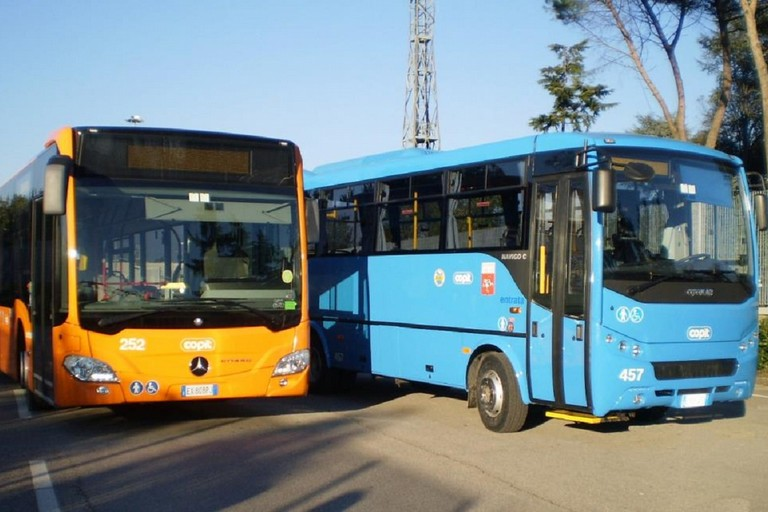 pulman trasporto pubblico locale