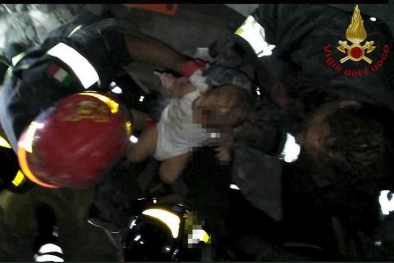 Terremoto Ischia: il piccolo Ciro salvato dai soccorritori