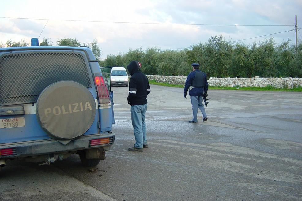 Controlli e perquisizioni effettuati dalla Polizia di Stato