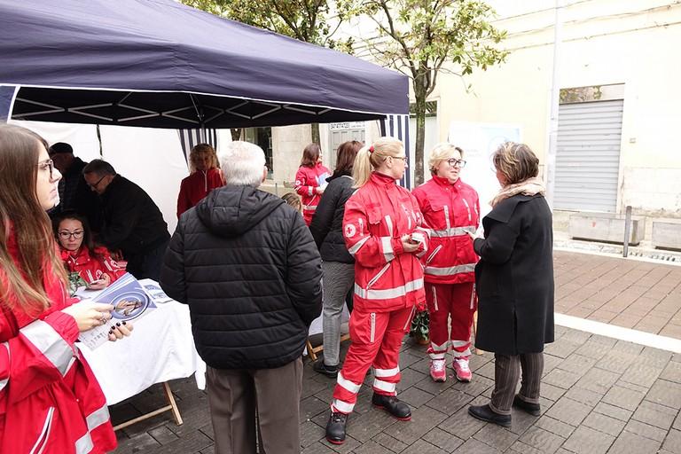 Grande affluenza ai gazebo della Croce Rossa Italiana presente in viale Crispi. <span>Foto Riccardo Di Pietro</span>