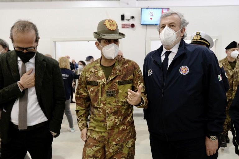 Il presidente Emiliano con il generale Figliuolo