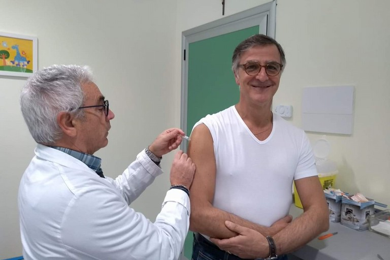 Il dott Matera si vaccina
