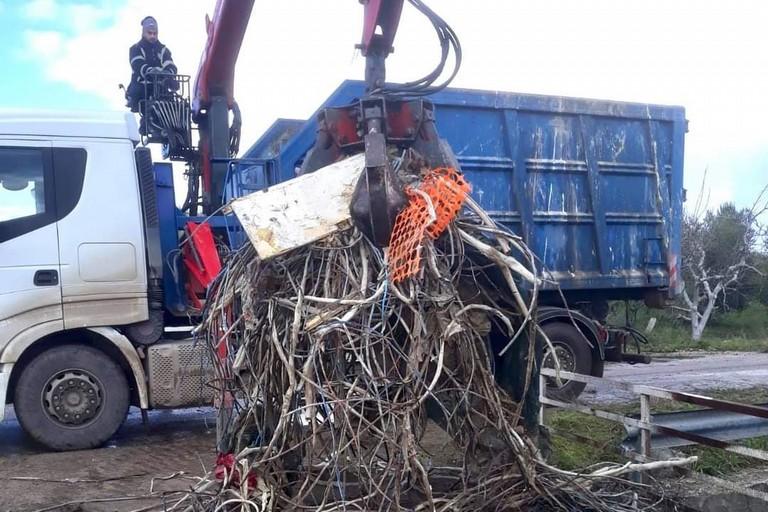 Rifiuti Ciappetta-Camaggio: stamane avviate operazioni di ripulitura