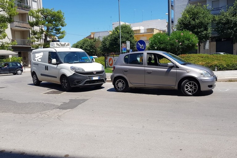 tamponamento alla rotatoria di via Verdi con via Bisceglie