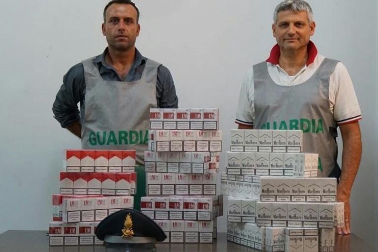 Sequestro capi contraffatti e sigarette di contrabbando durante la festa patronale