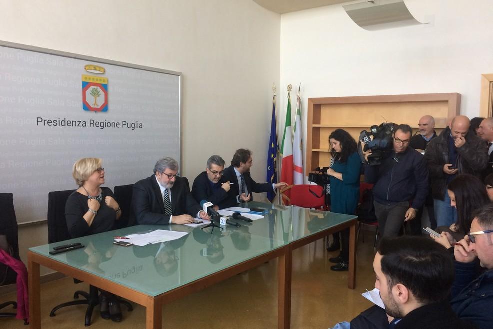 foto confza stampa Puglia Emiliano Capone Verri Scandale JPG