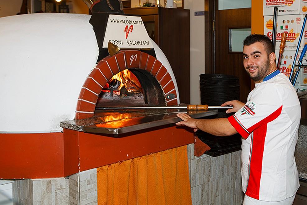 Riccardo Lotito, pizzaiolo di 28 anni. <span>Foto Riccardo Di Pietro</span>