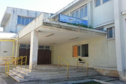 Ex Scuola Jannuzzi, dopo le proteste arriva la pulizia esterna