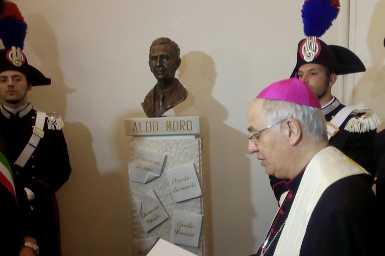 scoprimento monumento ad Aldo Moro ad Andria