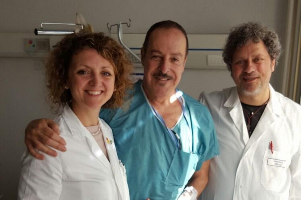 Massimo Lopez con i sanitari del