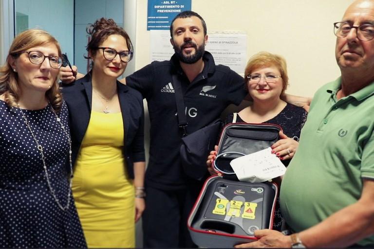 Defibrillatore donato dal M5S all'ambulatorio Asl/Bt di Spinazzola