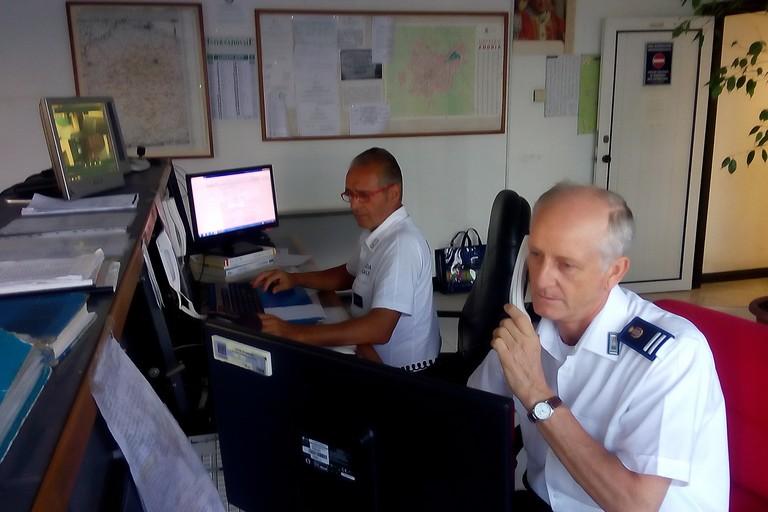 Polizia municipale: Controlli sulle vie del mare e recupero di auto rubate