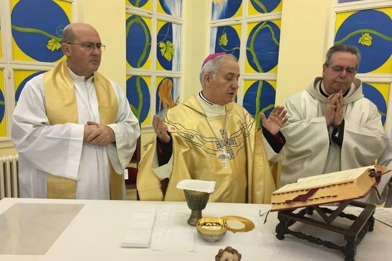 Auguri Di Buon Natale Al Vescovo.Andria S Messa Di Natale Nel Carcere Di Trani Con Il