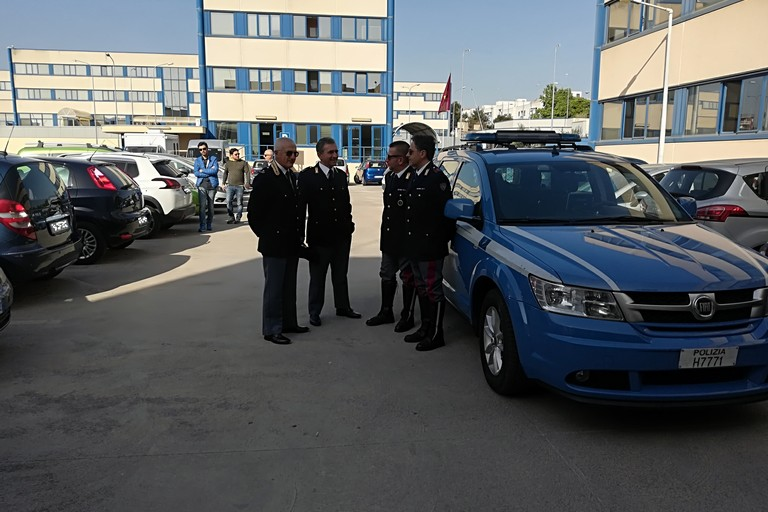 il dr. Speranza (a sx) con agenti della Polstrada