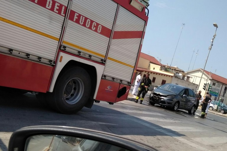 incendio automobile su via Barletta