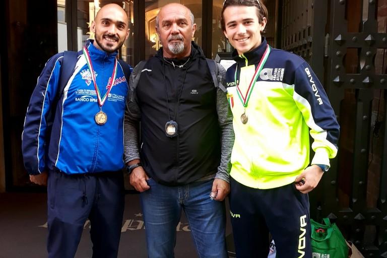 Il prof. Pino Tortora con i marciatori Vito Di Bari e Nicola Lomuscio