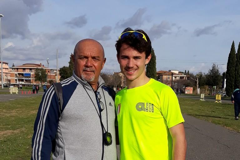 L'atleta andriese Nicola Lomuscio con il tecnico Pino Tortora