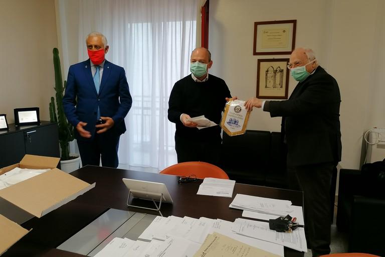 """Il Rotary Andria """"Castelli Svevi""""dona dispositivi di protezione all'Asl Bat"""