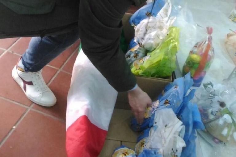 CasaPound raccoglie e distribuisce uova di Pasqua