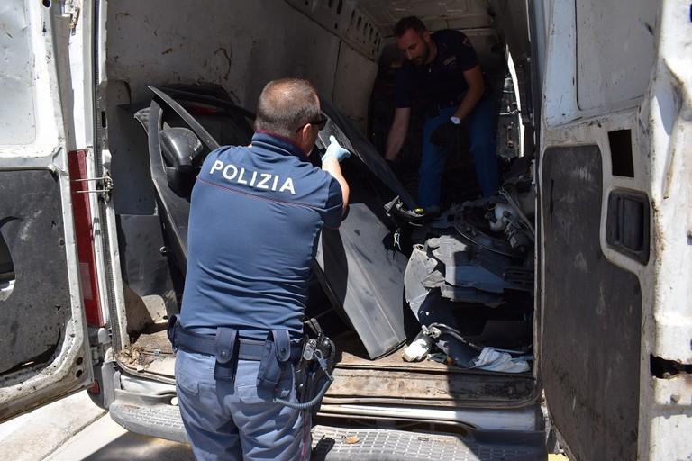 Riciclaggio di pezzi d'auto, arrestato 35enne andriese
