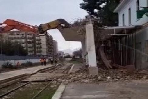 lavori di abbattimento della vecchia stazione di Andria