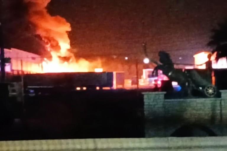 incendio autoparco su via Canosa