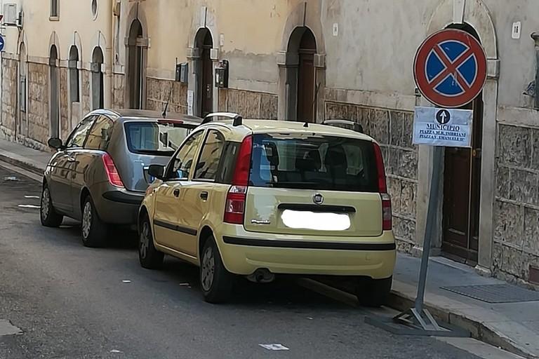 Divieto di fermata in via Romagnosi