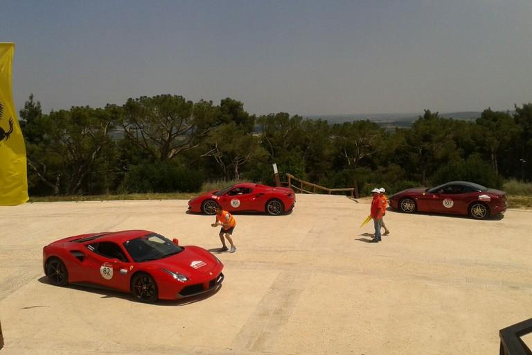 Ferrari a Castel del Monte. <span>Foto Isabella De Pinto</span>
